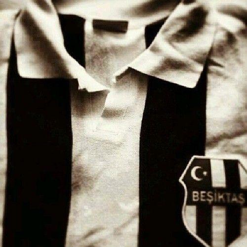 Retro Beşiktaş by Hulki Eroğlu