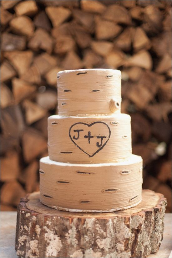 aspen tree wedding cake with etched initials #weddingcake #rusticwedding #weddingchicks http://www.weddingchicks.com/2014/02/07/red-and-orange-fall-wedding/