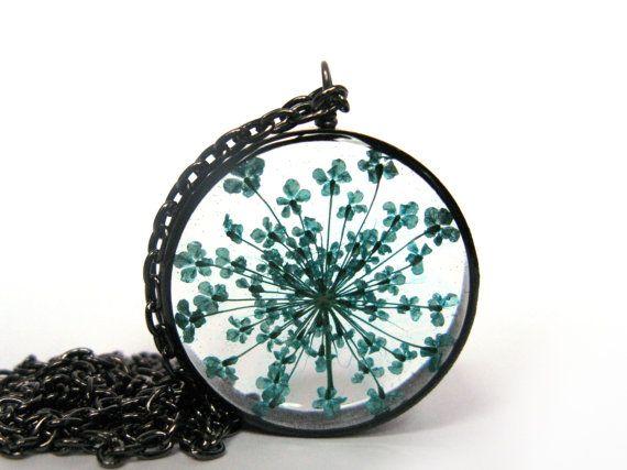 Adorable Dandelion Seeds Resin Pendant Necklace door ScrappinCop