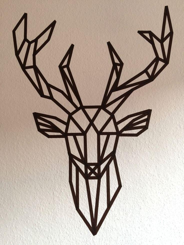 Du masking tape + un cerf. Quoi demander de mieux? Je veux assurément retrouver un cerf dans ma chambre.