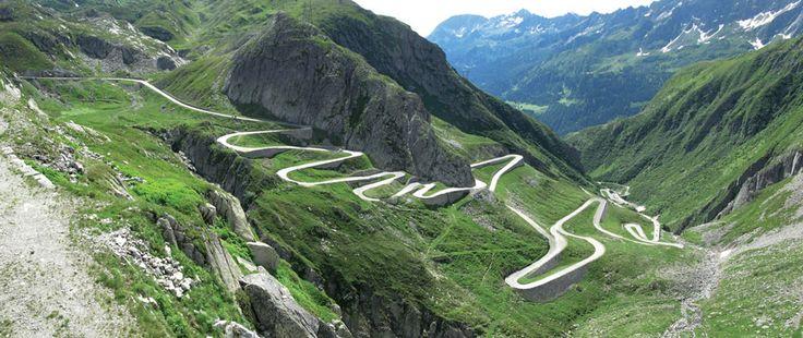 Passo del San Gottardo, Svizzera, collega da nord a sud la valle della Reuss e la valle Leventina.