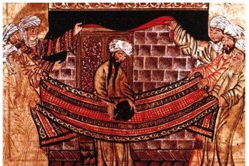무함마드가 분쟁의 진원지인 흑석을 옮기다.'1315년 경에 그려진 페르시아 세밀화다. 긴 수염을 기른 무함마드(가운데)가 천 위에 흑석을 올려놓고 있다.