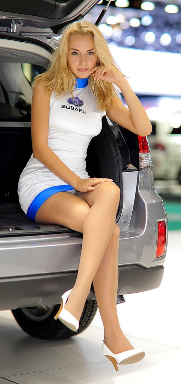 Girl Showing Pussy Upskirt Car