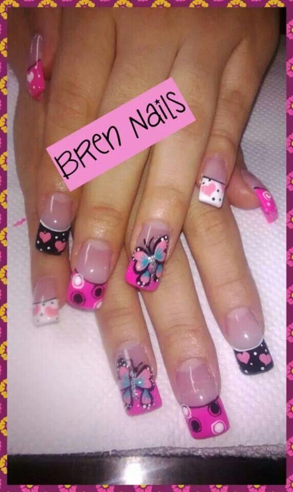 decoracion de uñas de mariposas de rosado y negro