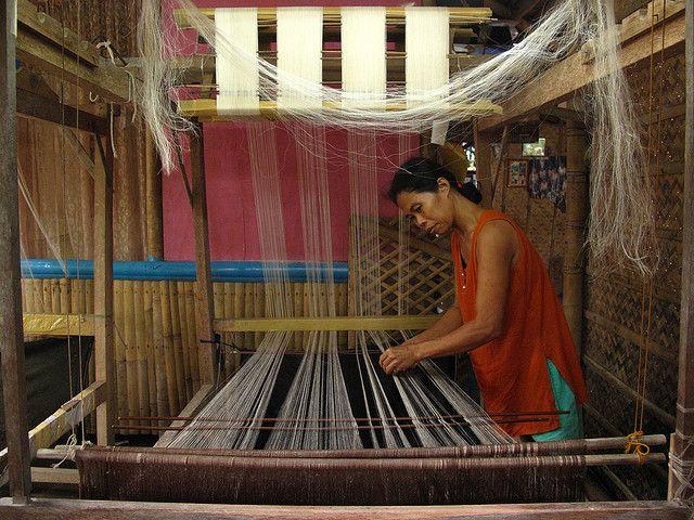 Piña (Pineapple Fiber) Cloth Weaving