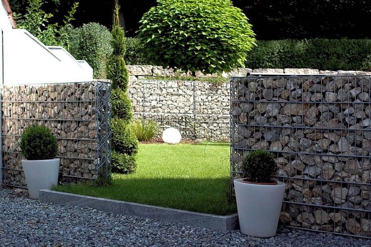 Take a look in 15 impressive ideas on how to build a privacy stone walls or fences in outdoor!