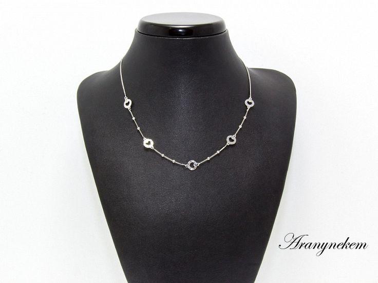 Ródiumos ezüst  szív motívumos nyaklánc