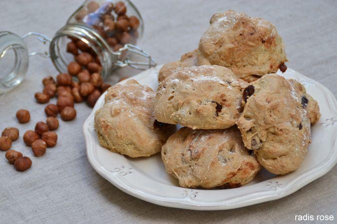 Une recette facile de pain au petit épeautre abricots, noisettes et miel à réaliser sans machine à pain pour un petit-déjeuner gourmand