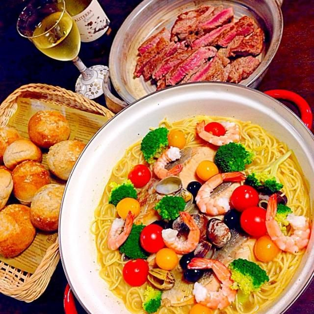 今日はとても寒いので地元富山県産の鮭の切り身でアクアパッツァを作りました。 スープを多めに作りパスタも入れて鍋にしました\(^o^)/ 美味しかった! 手作りプチフランと❤️ - 68件のもぐもぐ - リリーさんの切り身でカンタンアクアパッツァの素で『アクアパッツァ鍋』 by fuucandy804