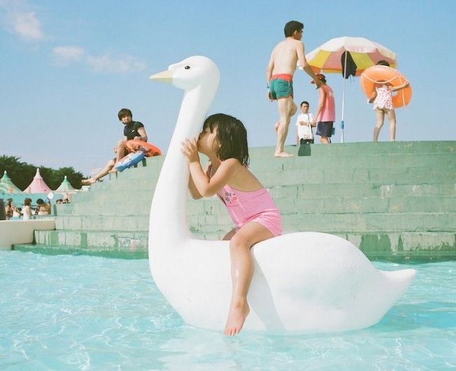 A japanese Mom takes awesome photographs with her 4 years old daughter.  by Toyokazu Nagano