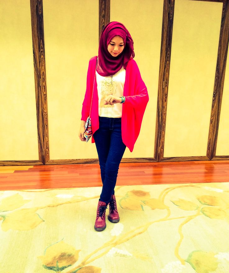 #hijabFashion #knitwear #maroon #boots #ootd
