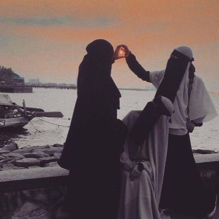 """1,573 Likes, 13 Comments - [Чеченка]  (@hooriii.ya) on Instagram: """"...Und hilft euch gegenseitig ..euren Iman zu stärken...#niqab"""""""