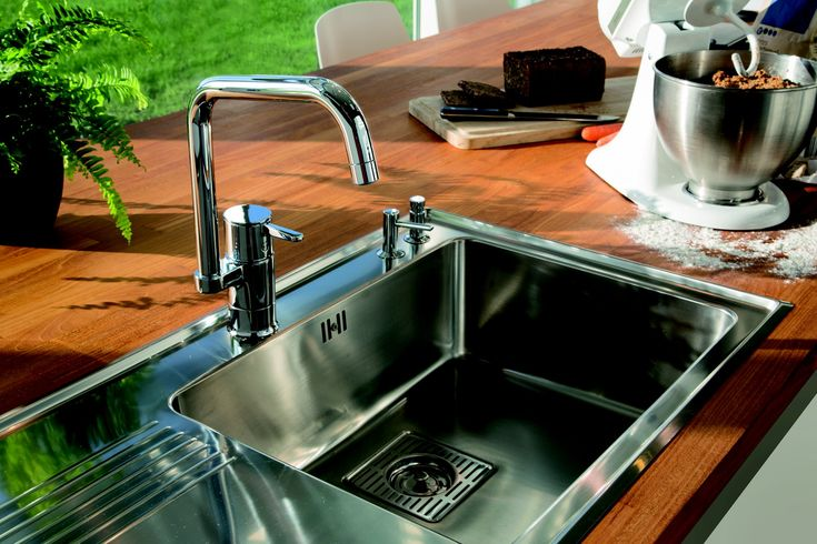 Damixa Fern keukenkraan met innovatieve Twist & Save functie, zodat u water kunt besparen wanneer u dat wilt. Bekroond met een Reddot Design Award.