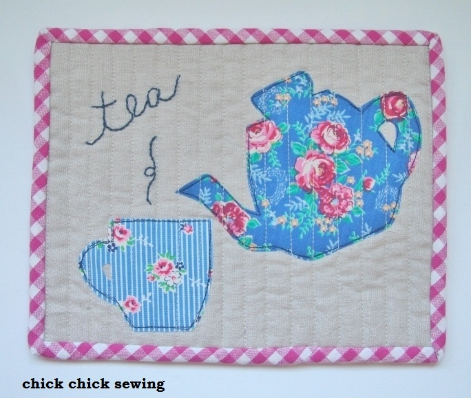 chick chick sewing >> hand quilted and embroidered mug rugs