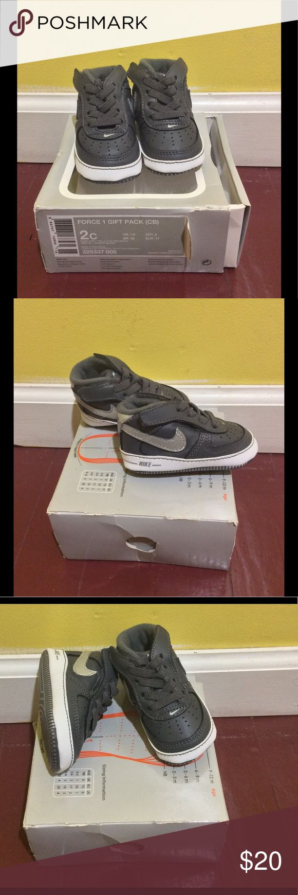 Pre-Owned NIKE AIR FORCE 1 GIFT PACK CB BABY Color: Dark Grey / Metallic Silver - White 325337 005 Size: 2c (3-6 months) - Leather and synthetic upper - Textile lining - Velcro® fastener - Nike logo on tongue Nike Shoes Baby & Walker