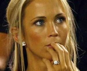 Bec Hewitt - Love the rock and the Chanel earings!