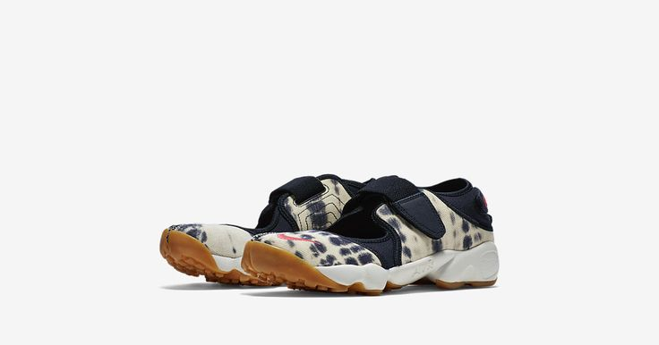 Insider access to the Women's Nike Air Rift 'From The Valley' Navy Cream. Explore, buy and stay a step ahead of the latest sneaker drops with Nike+ SNKRS.