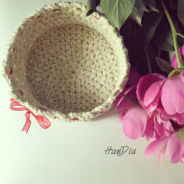 ✨ Coșuleț decorativ crosetat cu  / Crocheted decorative basket with  #crocheted #smallbasket #decorative #storagebasket #crochet #handia #handiamade #handmade #crochetedbasket #ideecadou