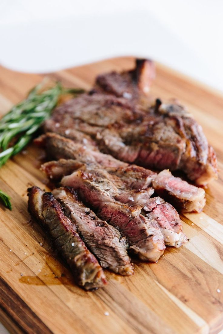 Here is an absolutely foolproof, easy, and quick way to make a juicy steak with a crisp, peppery crust in the oven. Add a loaf of bread, a salad, and a bottle of wine, and you have an easy and delicious dinner you can make for weeknights and special occasions alike.