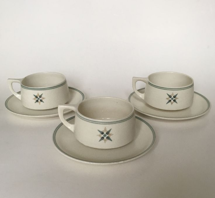 Arnhemsche Fayencefabriek coffee cups design Klaas Vet circa 1910. Dutch Nieuwe Kunst.