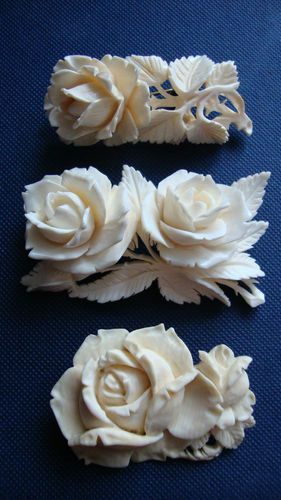 VINTAGE CARVED BONE FLOWER PINS