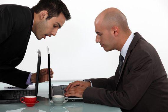 İş sözleşmesinin imzalanması, taraflar açısından birtakım borçları da beraberinde getirmektedir. Bunlardan işçinin temel borcu iş görmesidir. İşçi bu borcunu yerine getirirken işini özenle yapmalı, bunu yaparken de işverenin verdiği talimatlara riayet etmelidir.