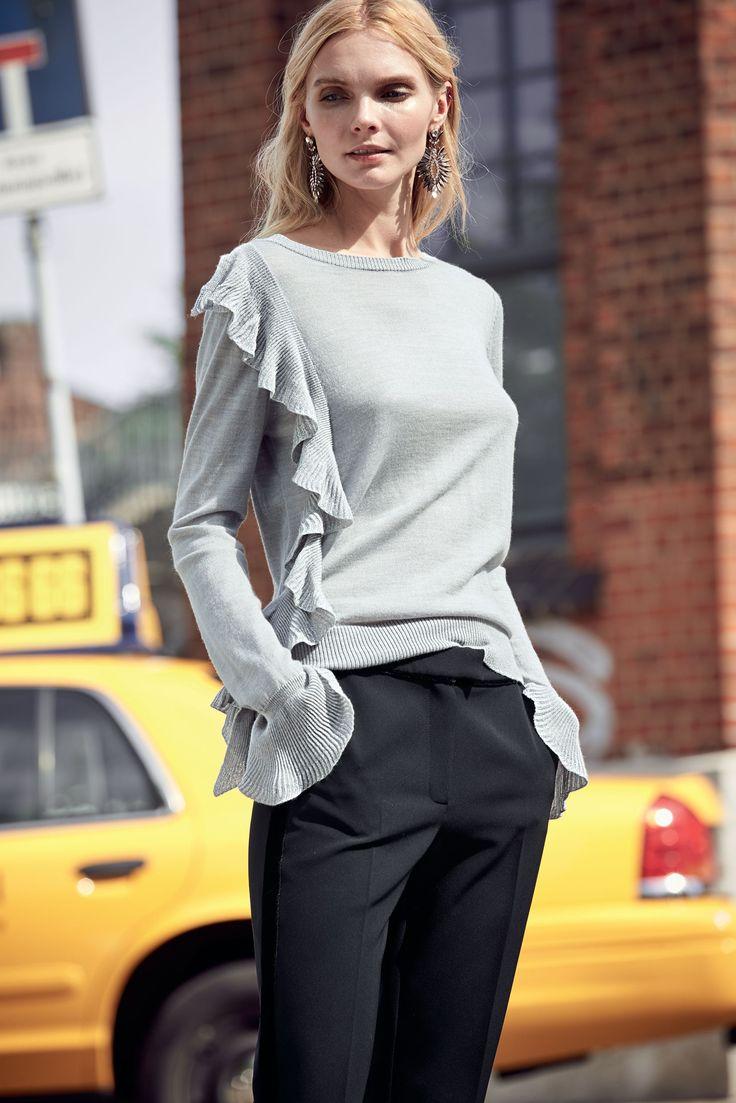 Zurück zur Übersicht      Startseite Fashion Bekleidung Pullover Strickpullover Pullover   Die italienische Designerin Simona Barbieri liebt verspielt feminine Details mit coolem Chic! So auch bei diesem Feinstrickpullover von My Twin Set