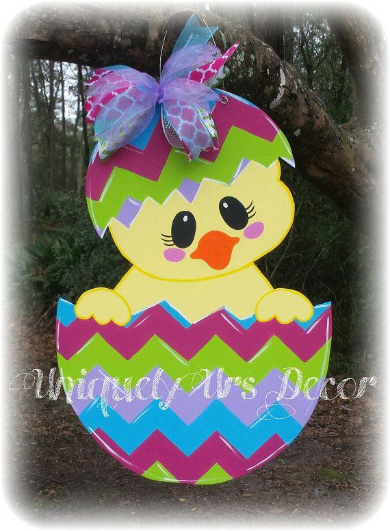 Suspensión de puerta de pollito de Pascua por UniquelyUrsDecor