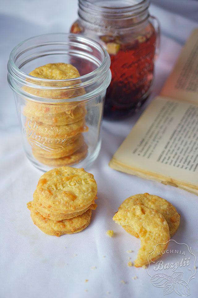 Jeżeli jesteście fanami krakersów, słonych paluszków czy chipsów, na pewno te słone ciasteczka serowe przypadną Wam do gustu. Spróbujcie!