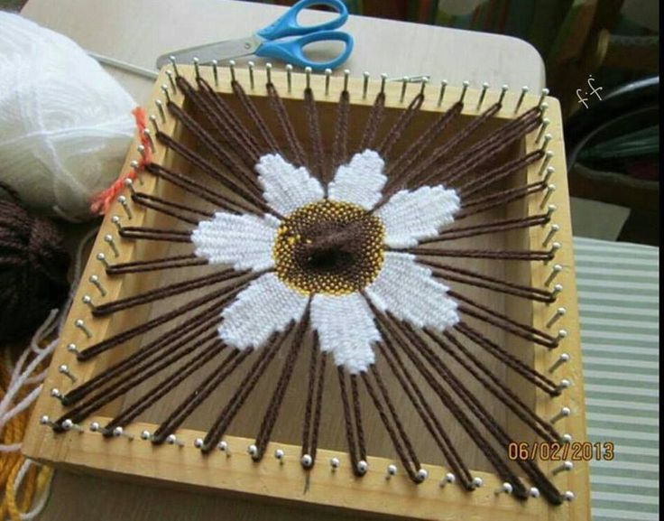 Circular tapestry weave on square pin loom