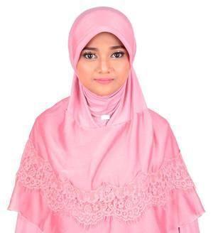 Bahan PakaianSifon Warna: Softplum Model: Bergo Instan Ukuran (L x W x H cm)6 x 2 x 10  Hijab pesta syari dengan pet topi Terbuat dari bahan spandek nilon berlapis sifon cationic Renda glitter cantik di sepanjang lingkaran