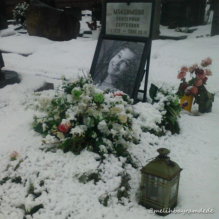Novodeviçi Mezarlığı, Новоде́вичье кла́дбище, Novodevichy Cemetery. Novodeviçye 'Gençkızlar' anlamına geliyor. Müze statüsündeki bu mezarlık, Türkler için şair Nazım Hikmet'in burada defnedilmiş olması açısından önem taşır. #moscow #russia #rusya #moskova #photography #photo #photos #pic #pics #picture #pictures #snapshot #art #beautiful #instagood #picoftheday #photooftheday #color #all_shots #exposure #composition #focus #capture #moment