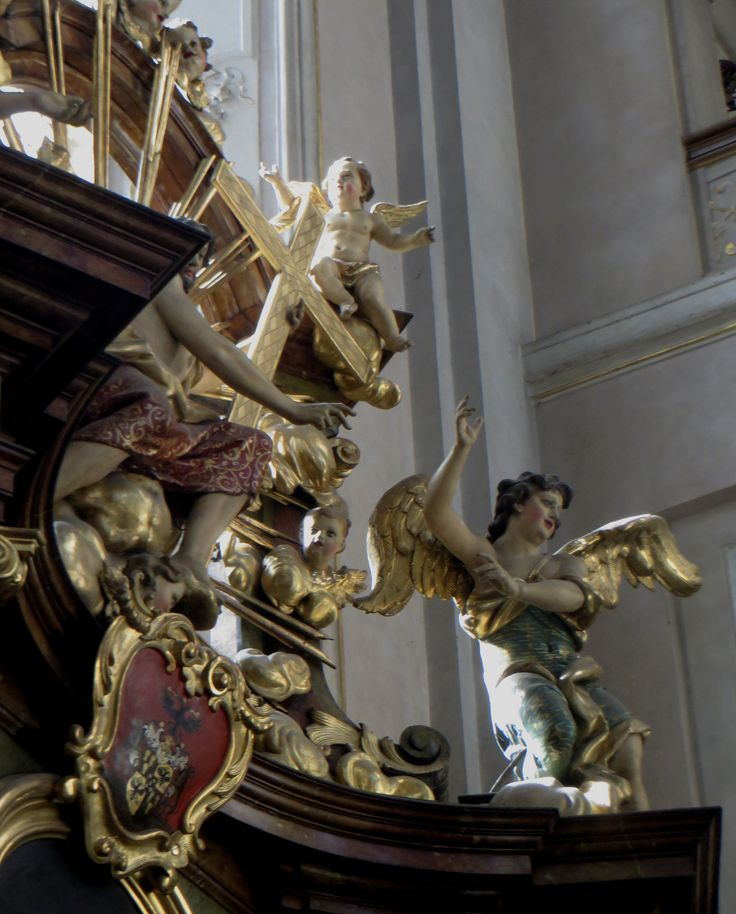 | Eglise Saint Gilles (XIVe-XVIIIe), Husova, Stare Mesto, Prague, République tchèque. | Église gothique massive et sobre datant du XIVe siècle. Au XVIIIe siècle, les Dominicains, expulsés du Clementinum, s'y installent et baroquisent totalement le décor sur le thème du triomphe de St Dominique.