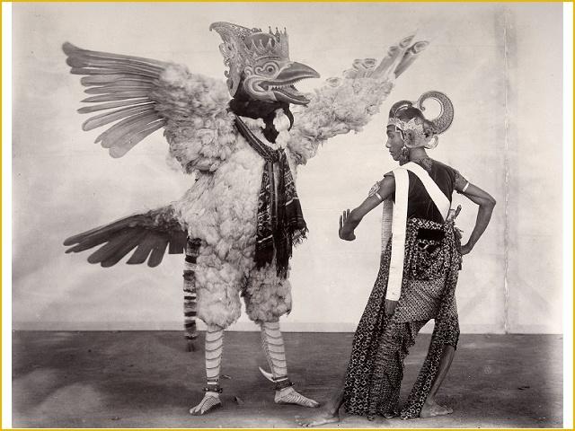 Wajang wong voorstelling 'Jaya Semadi en Sri Suwela' in de kraton van de sultan van Jogjakarta