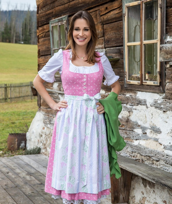 fr hling sommer tracht dirndl 2013 alm h tte urig rustikal traditionell dirndl trachten. Black Bedroom Furniture Sets. Home Design Ideas