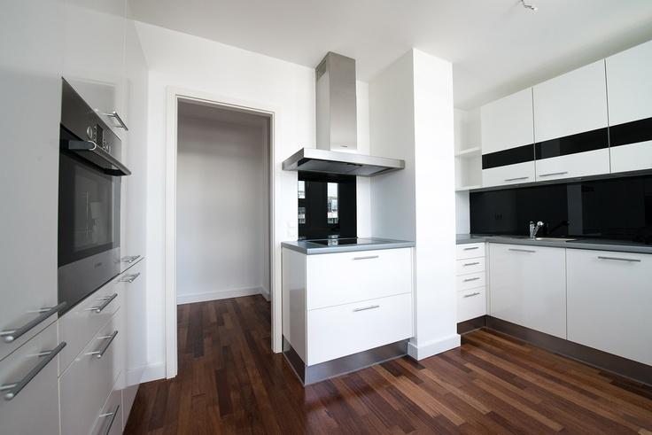 VERMIETUNG 80 QM in bester Lage Kurfürstendamm - living@patrickhellmann.com 2-Zimmer, Küche, Bad ..