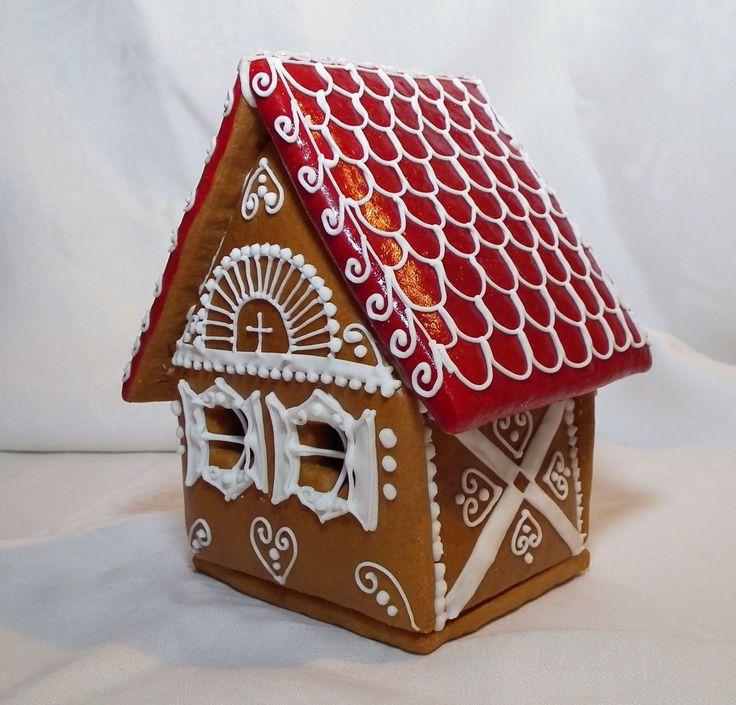 Piros tetős mézeskalács házikó