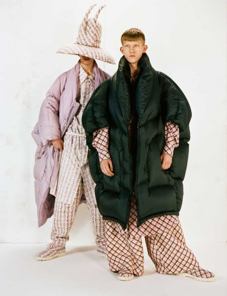 See below the London college of fashion MA / Menswear autumn-winter 2016 collections. The show, part of LCF's MA16 graduate season, featured collections from ten graduates from the MA Fashion Design Technology Menswear course. The young designers showing...