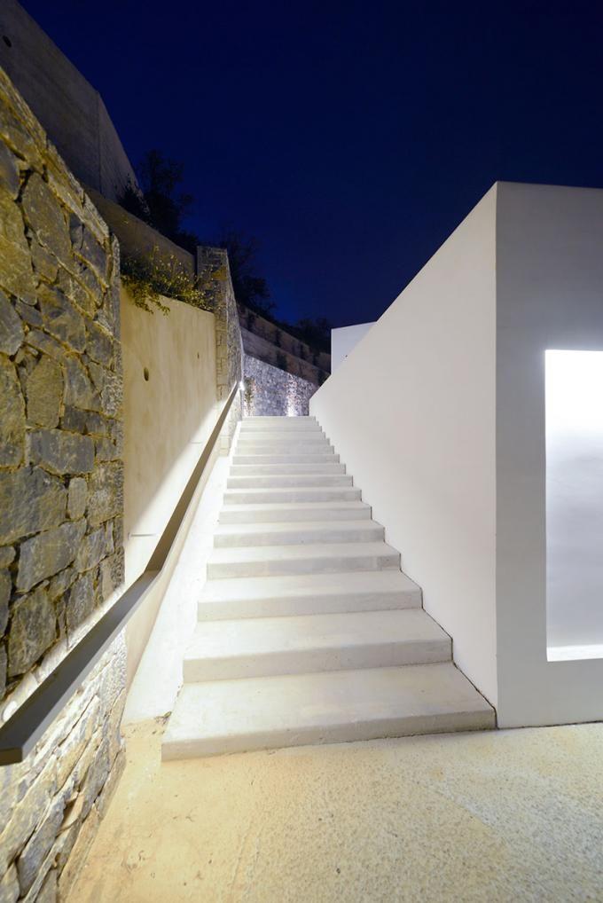 Outside view from the stairs. Villa Melana by Valia Foufa and Panagiotis Papassotiriou. Photography © Pygmalion Karatzas.
