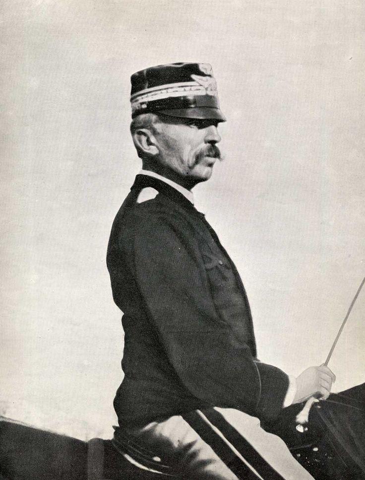 """ww1, Italie : """" (...) Le général Cardona était au surplus partisan d'une discipline brutale , qui fit de l'armée italienne la plus réprimée de l'ensemble des belligérants. """""""