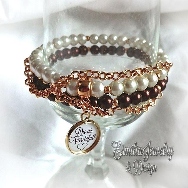 WEBSTA @ esmiliasmycken - Armband med guldfärgade detaljer Nickelsäker99kr#namnarmband #armband #budskapsarmband #smycken #smycke #pärlarmband #jewelry #bracelet #bangle #handmadejewelry #braceletstacks #arnbånd #smykke #smykken #navmnetarmbånd #pearls #bloppis #loppis #shoppa #shopping #forsale #mamma #barn #mormor #farmor #schmuck #bijoux #gold