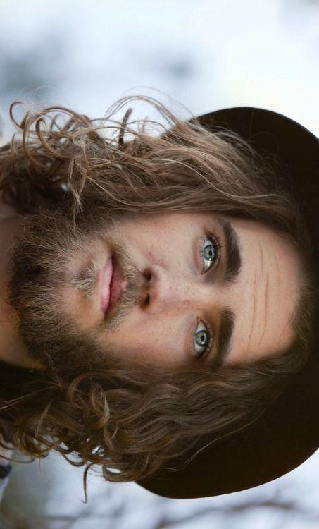 Portrait_close-up, long hair,