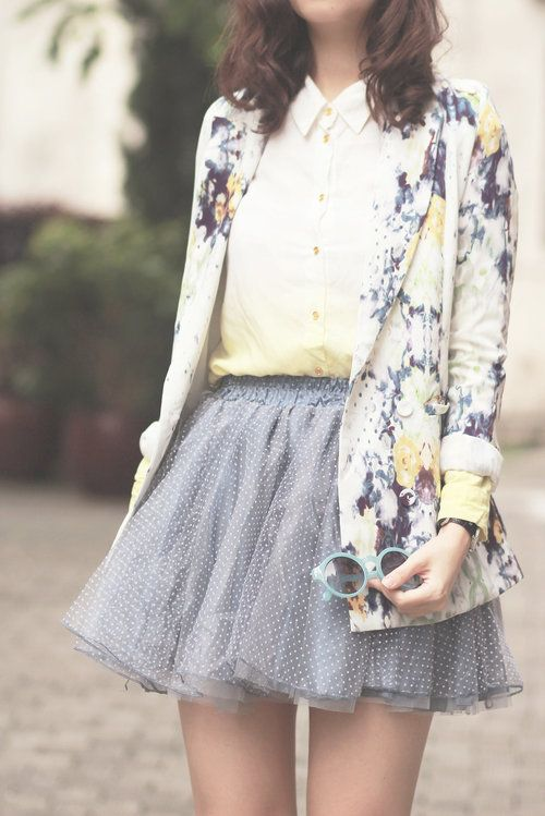 I want this floral cardigan, and the skirts cute too... Ylime xxx