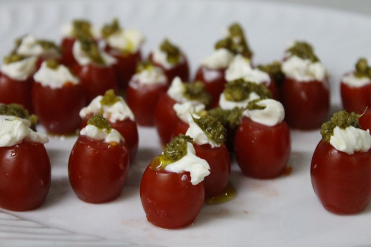Tomatinho cereja com cream cheese e pesto