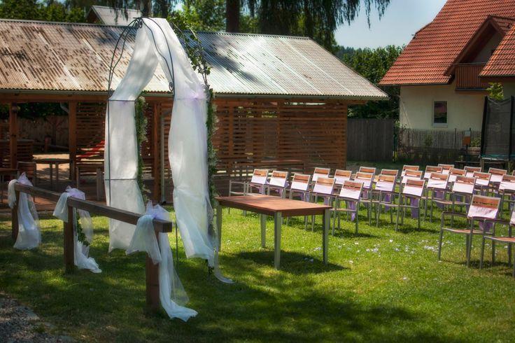 Letní svatby patří k nejkrásnějším.