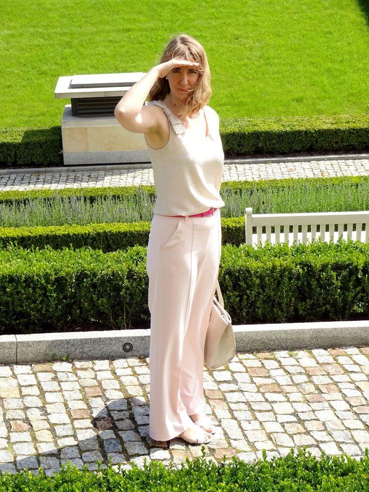 Spodnie, Burda 8/2012 model 139 oraz top, francuski szyk, zgaszone lato; trousers and top with a bow, french chic, soft summer