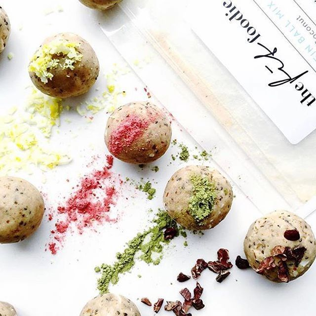 """DIY PROTEIN BALL MIX: Beautiful snap with some favourite friends thanks to the lovely @lisacarlton1. @fit_mixes DIY protein balls rolling with delicious @matcha_maiden matcha powder - packed with antioxidant goodness  """"Vanilla & Coconut ~ Lemon coconut, Freeze dried strawberry, Green tea #mixnmatcha, Cacao nibs #blissballs #protein #sundays"""" SUNDAY NIGHT NOMS!"""