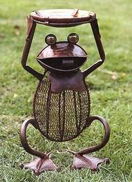 I love frogs ♥Metals Sculpture, Feelings Froggy, Birds Feeders, Frogs Art, Outdoor Tables, Birds Bath, Yards Art, Things Frogs, Frogs Birds