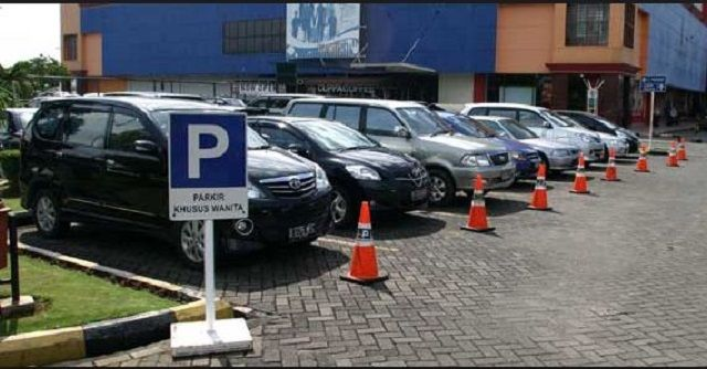 5 Tips Parkir Mobil untuk Pengemudi Pemula - Indopress, Tips & Trik– Buat para pengemudi mobil pemula, tentu masih agak canggung memarkir mobil. Untuk menghindari hal yang tidak diinginkan seperti menabrak tiang pembatas, parkir diluar garis yang sudah …