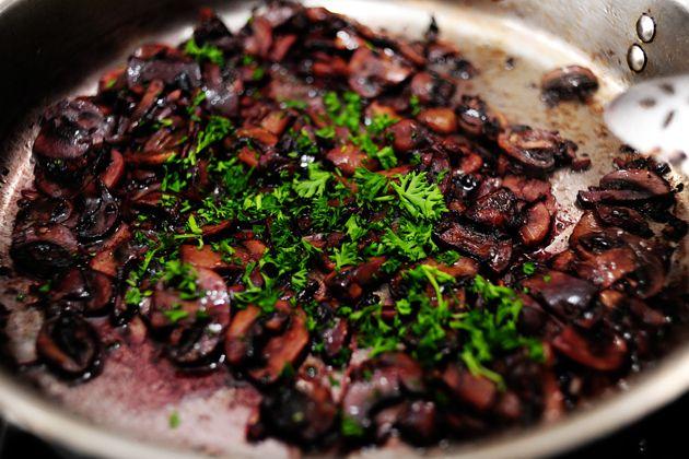 Steak With Burgundy Mushroom Sauce Recipe — Dishmaps